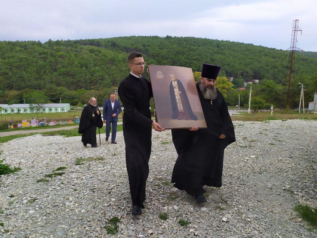 Алексей Богодистов преподнёс икону